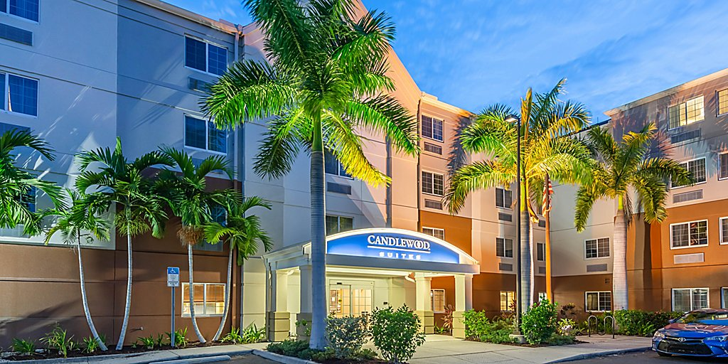 Pet Friendly Hotels In Fort Myers Candlewood Suites Fort Myers Sanibel Gateway