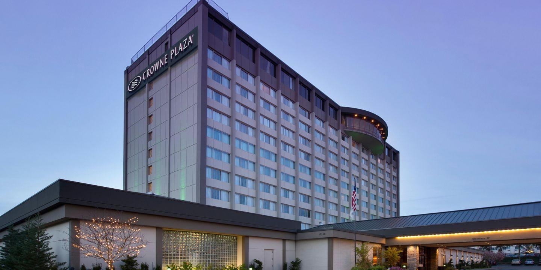Hotel at Seattle-Tacoma International Airport - Crowne Plaza