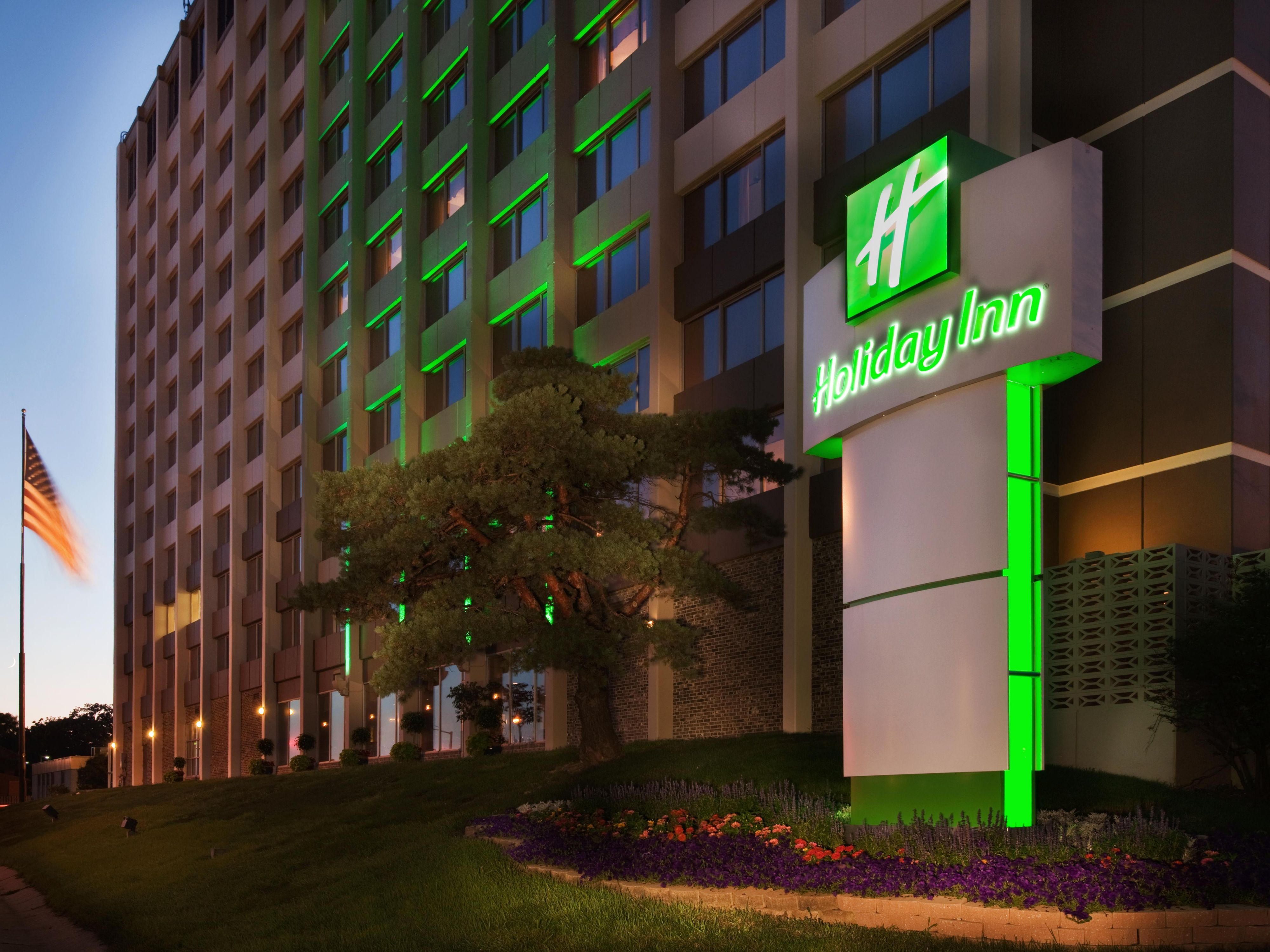 Des Moines Hotels Near Iowa Events Center Holiday Inn Des Moines Dtwn Mercy Area