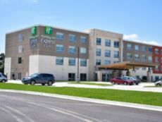 Holiday Inn Express & Suites Bensenville - O