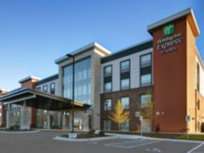 Holiday Inn Express & Suites Milwaukee - Brookfield