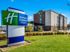 Holiday Inn Express & Suites Tulsa East - Catoosa