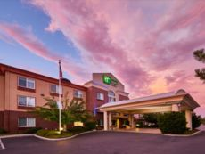 Holiday Inn Express & Suites Medford-Central Point