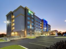 Holiday Inn Express & Suites Charlotte Southwest