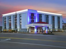 Holiday Inn Express & Suites Cincinnati Riverfront