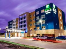 Holiday Inn Express & Suites Dallas Market Ctr - Love Field
