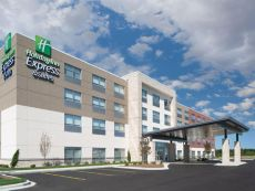 Holiday Inn Express & Suites Elkhorn - Lake Geneva Area