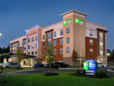 Holiday Inn Express & Suites Fayetteville South