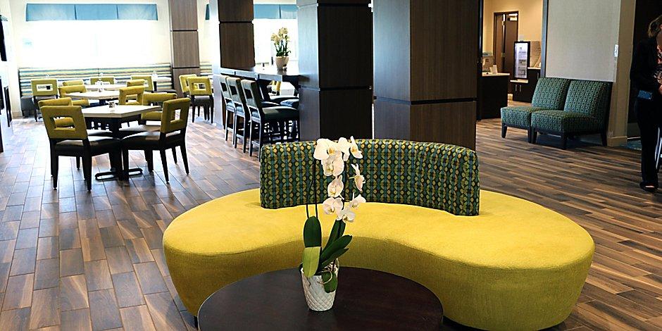 Holiday Inn Express Suites, Flat Rock Furniture