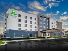 Holiday Inn Express & Suites Fort Myers Airport