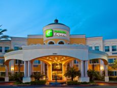 Holiday Inn Express & Suites 加登格罗夫