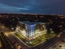 Holiday Inn Express & Suites Houston Westchase - Westheimer