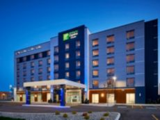 Holiday Inn Express & Suites Windsor East – Lakeshore