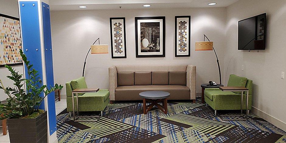 Lynnwood Near Holiday Inn Express, Mcdonald Furniture Lynnwood