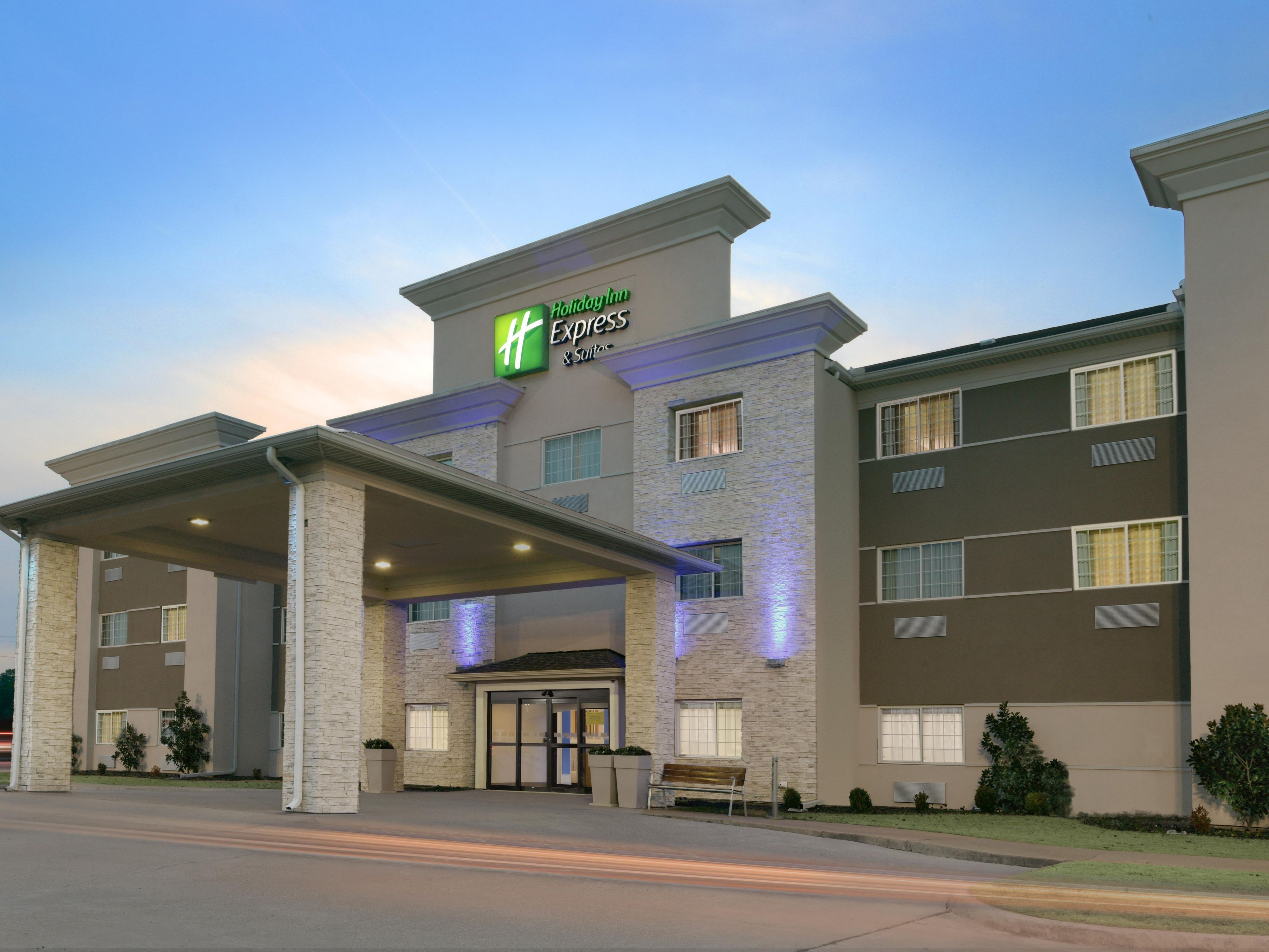 Affordable Hotel In Magnolia Ar Holiday Inn Express Suites Magnolia Lake Columbia