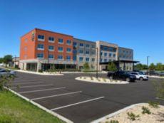 Holiday Inn Express & Suites Madison West - Middleton