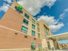 Holiday Inn Express & Suites Okemos - University Area