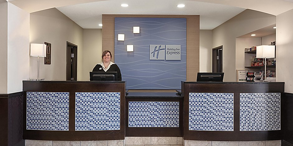 affordable hotels in pekin il holiday inn express suites pekin peoria area holiday inn express suites pekin
