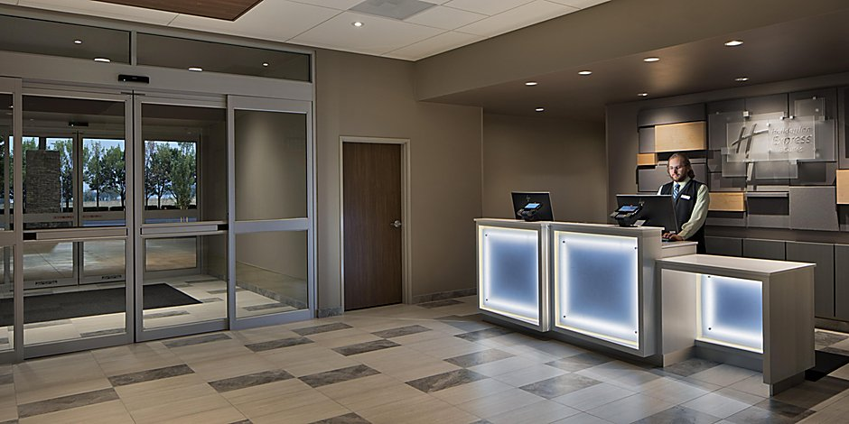 Portland Airport Hotels With Pools   Holiday Inn Express & Suites Portland  Airport