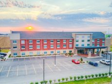 Holiday Inn Express & Suites Remington