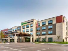 Holiday Inn Express & Suites Milwaukee – West Allis