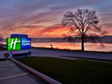 Holiday Inn Express Le Claire Riverfront-Davenport