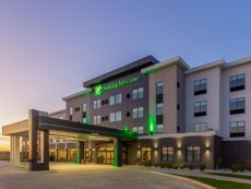 Holiday Inn & Suites Cedar Falls-Waterloo Event Ctr