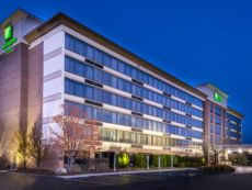 Holiday Inn & Suites Warren