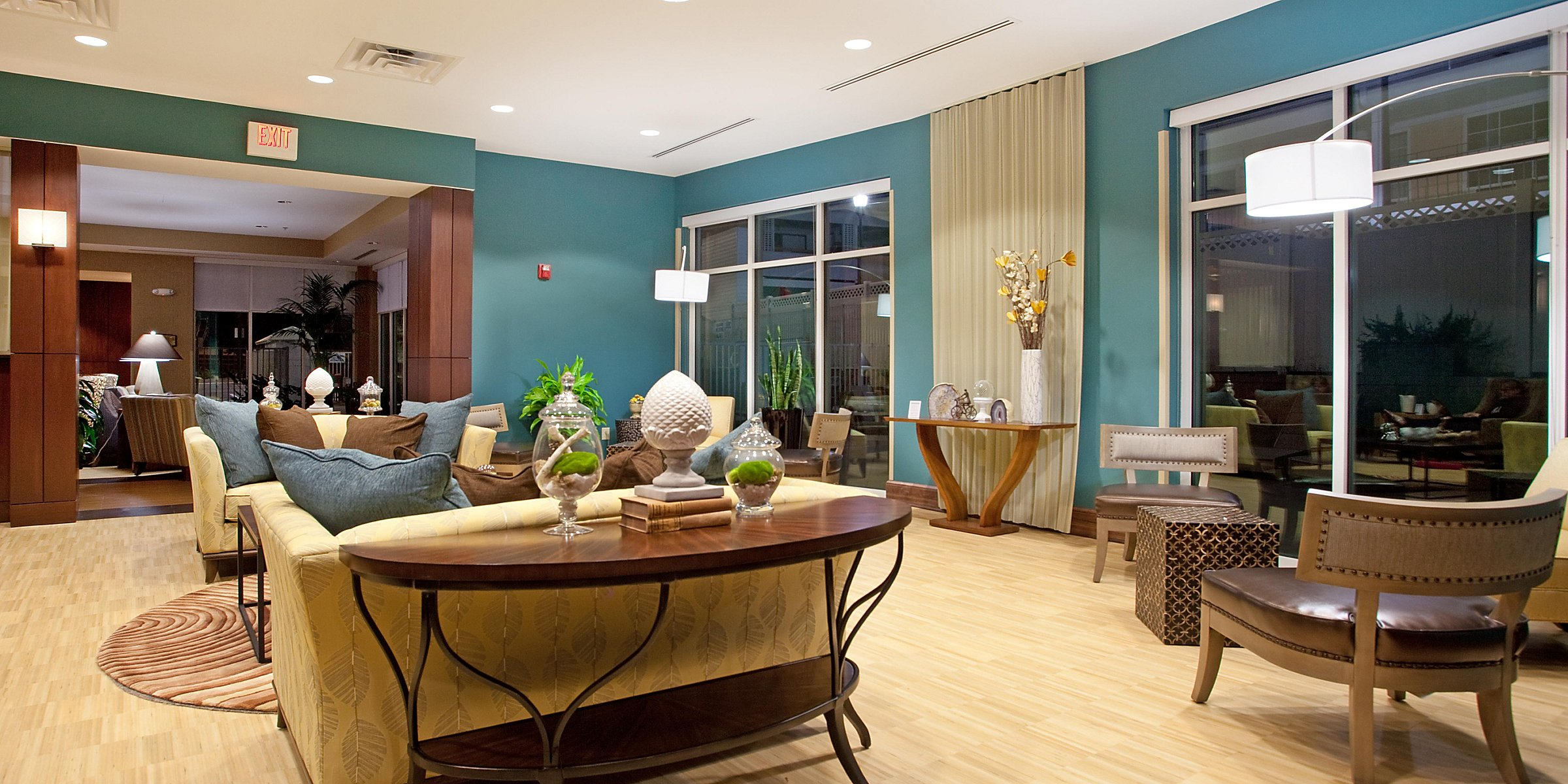 Hotels In West Columbia Sc Near Riverbanks Zoo Holiday Inn Suites Columbia Airport