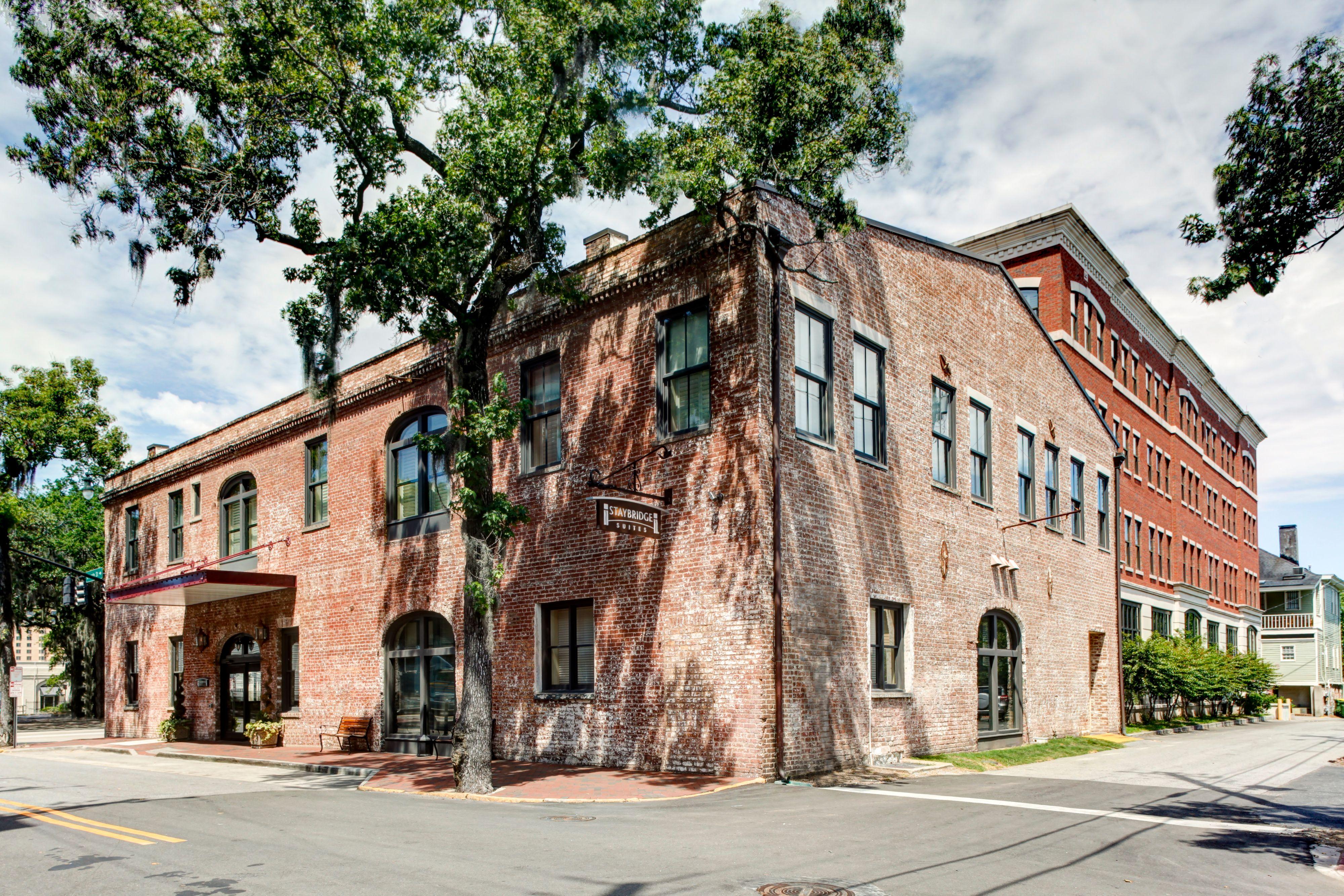 Hotels In Savannah Ga Historic District Staybridge Suites Savannah Historic District