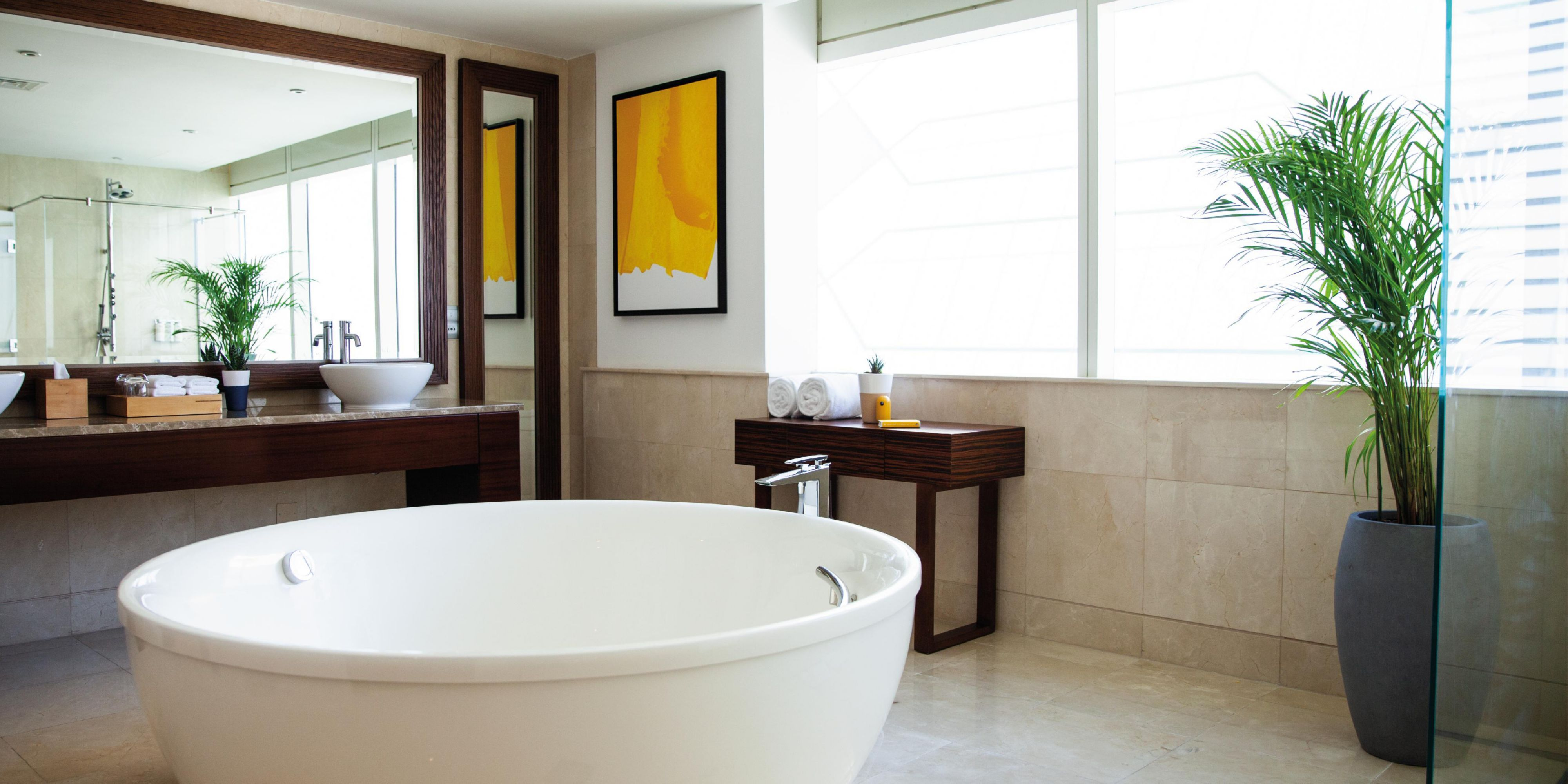 Jacuzzi bathroom, Panoramic Royal Suite, views ofSheikh Zayed Rd