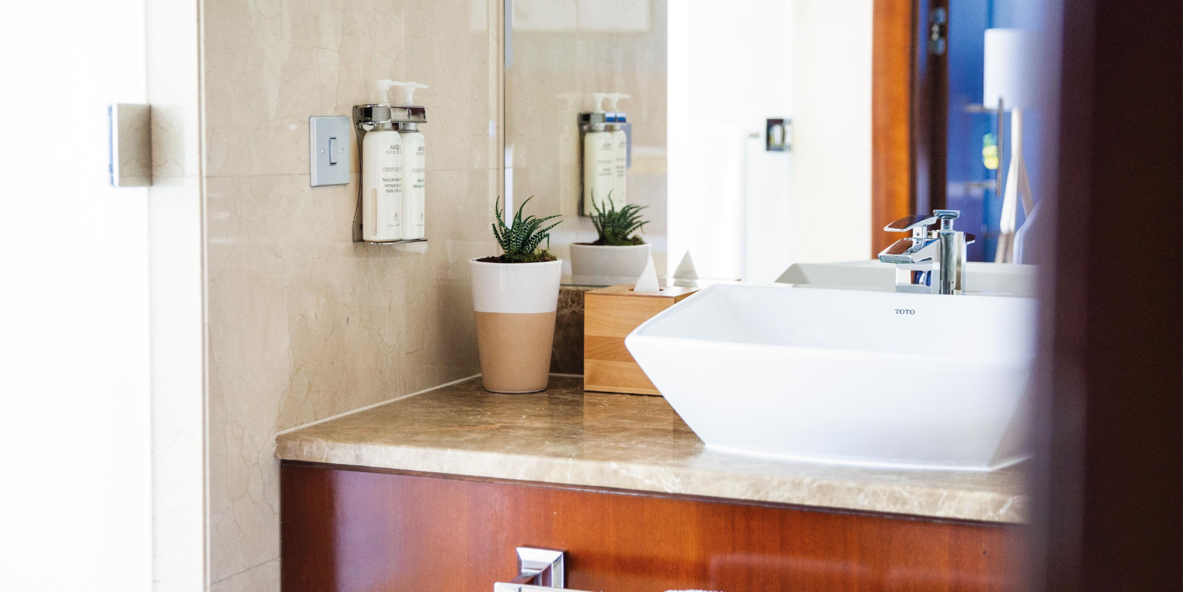 Superior Room bathroom with views of Sheikh Zayed Road or Jumeirah