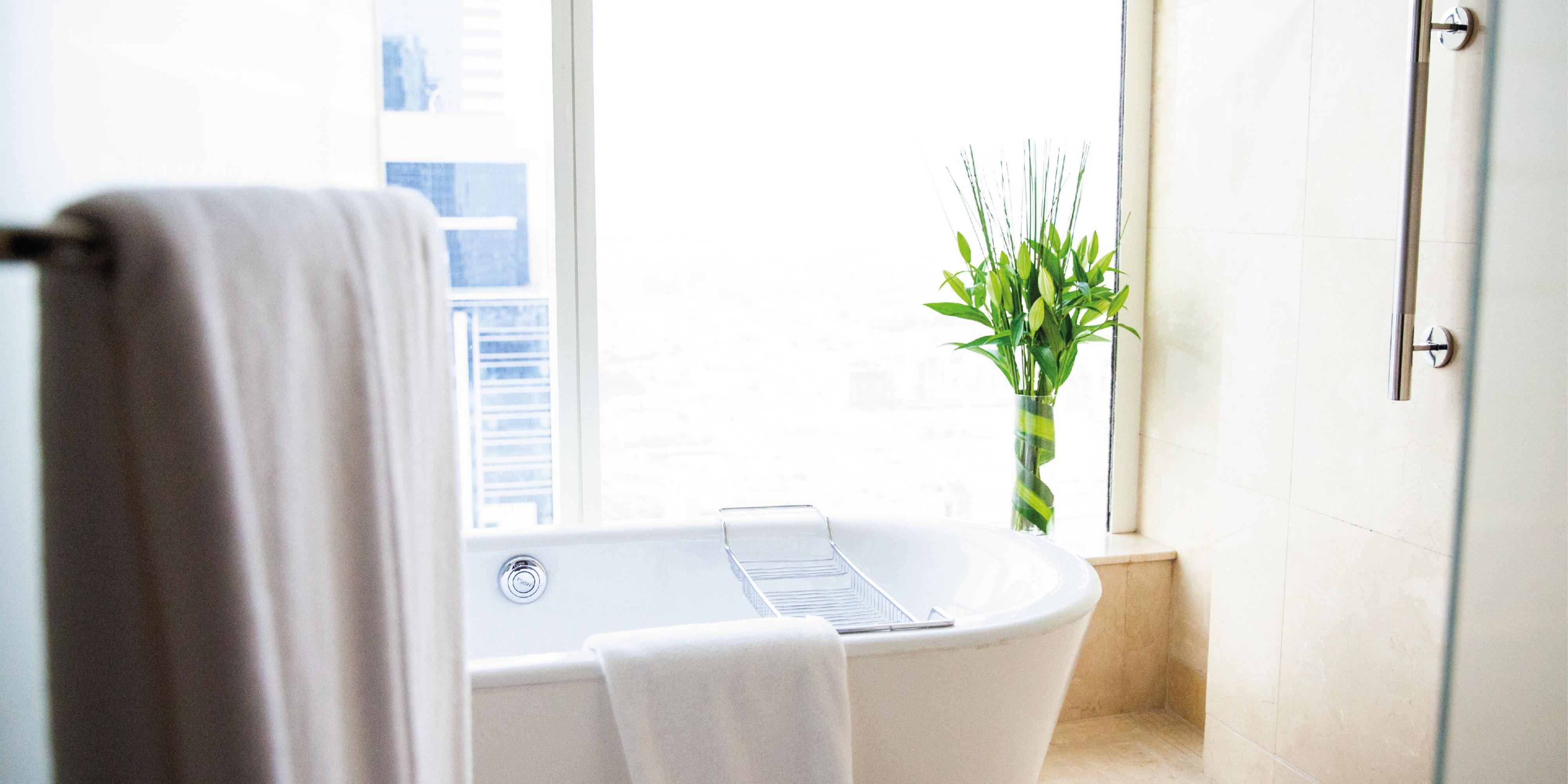 Superior Twin Room Bathroom, with views of Sheikh Zayed Road Dubai