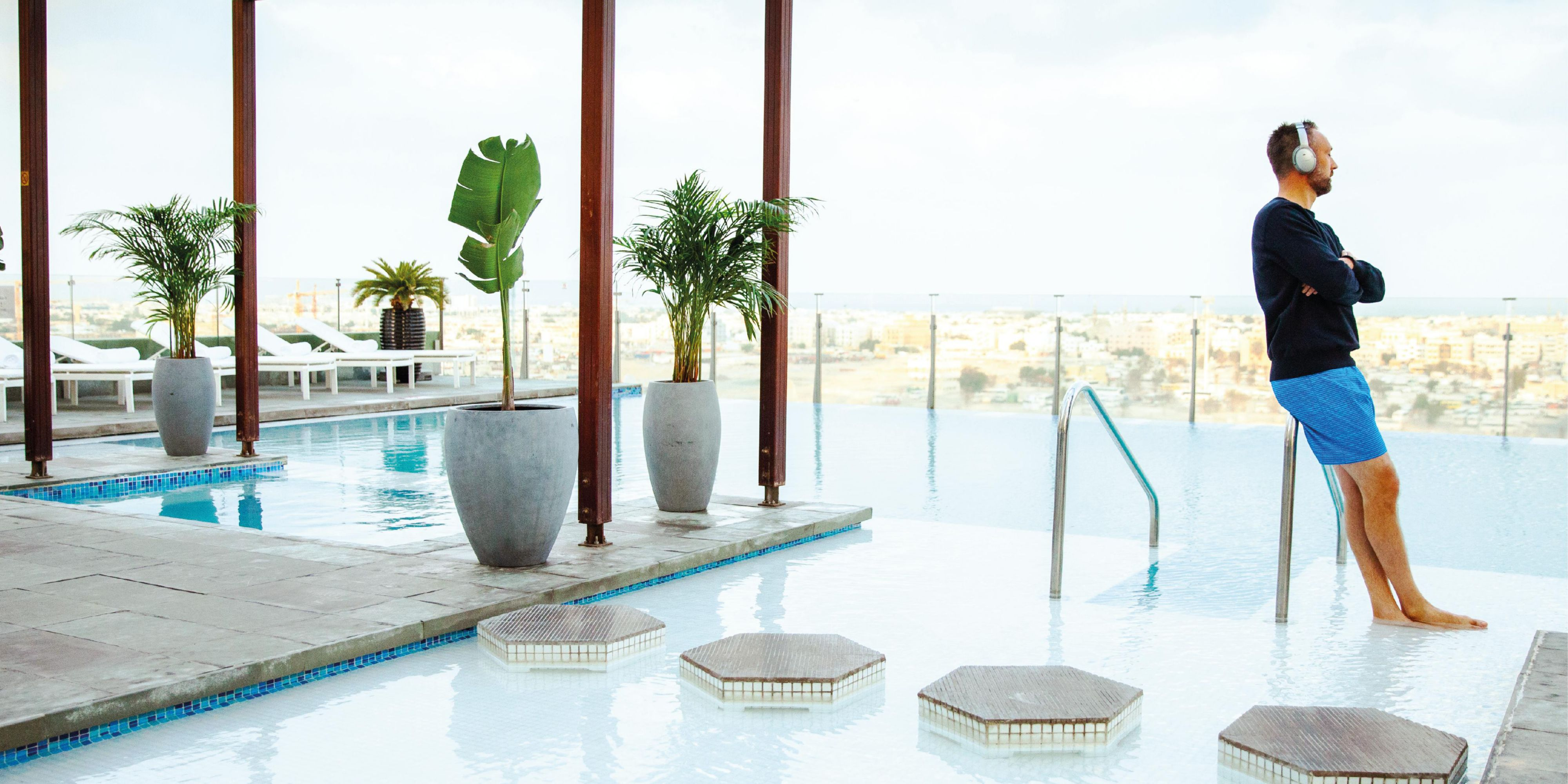 Infinity pool, voco Dubai, view of Jumierah Beach form 7th Floor