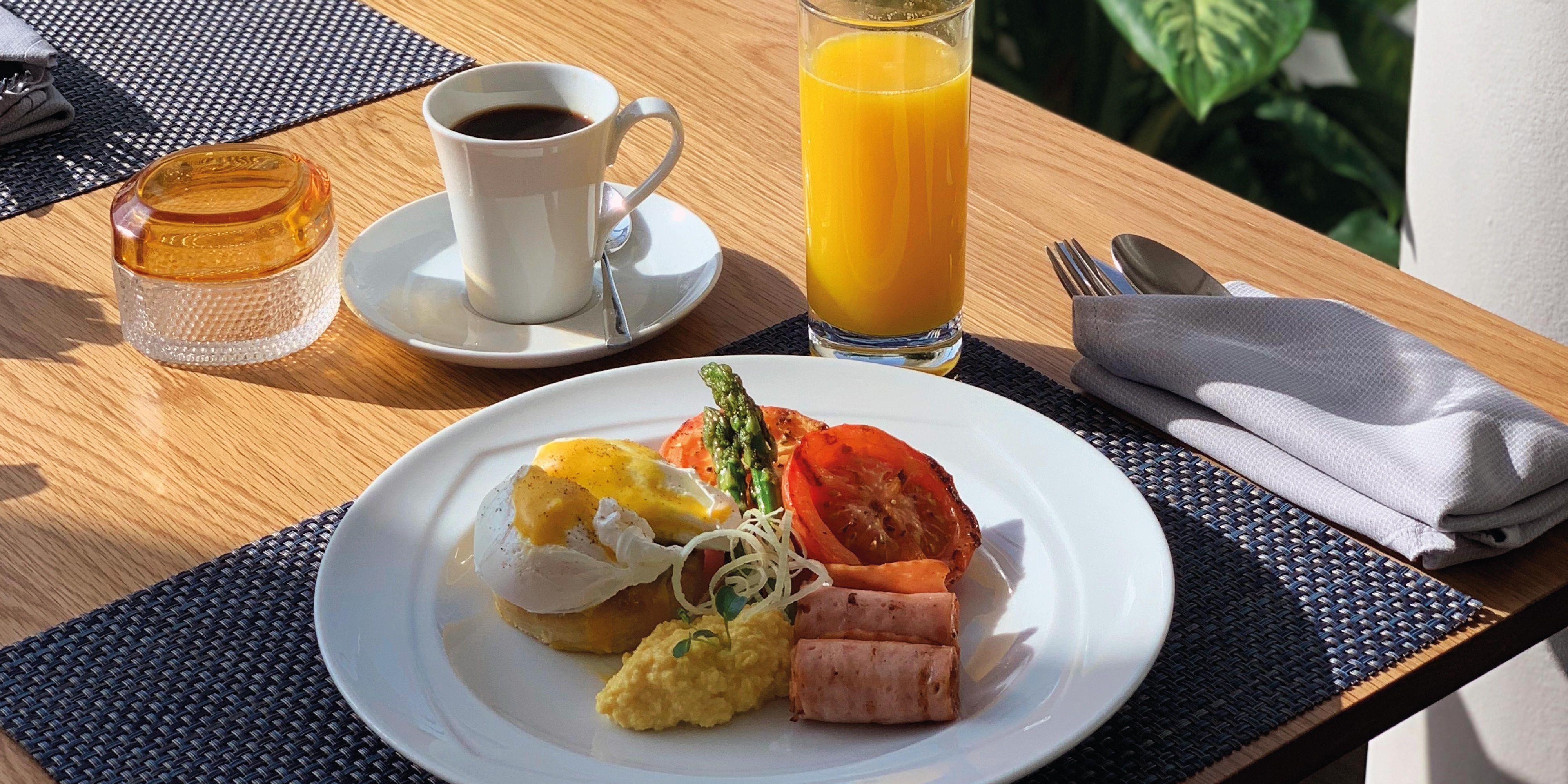 Celsius Restaurant, voco Dubai, Sheikh Zayed Road. Breakfast