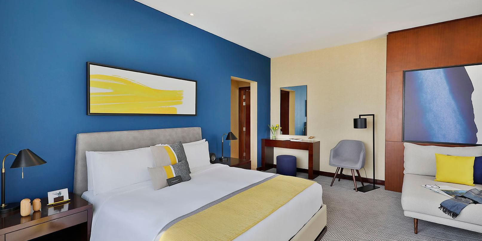 Executive Suite Scenic, views of Sheikh Zayed Road and Jumeirah