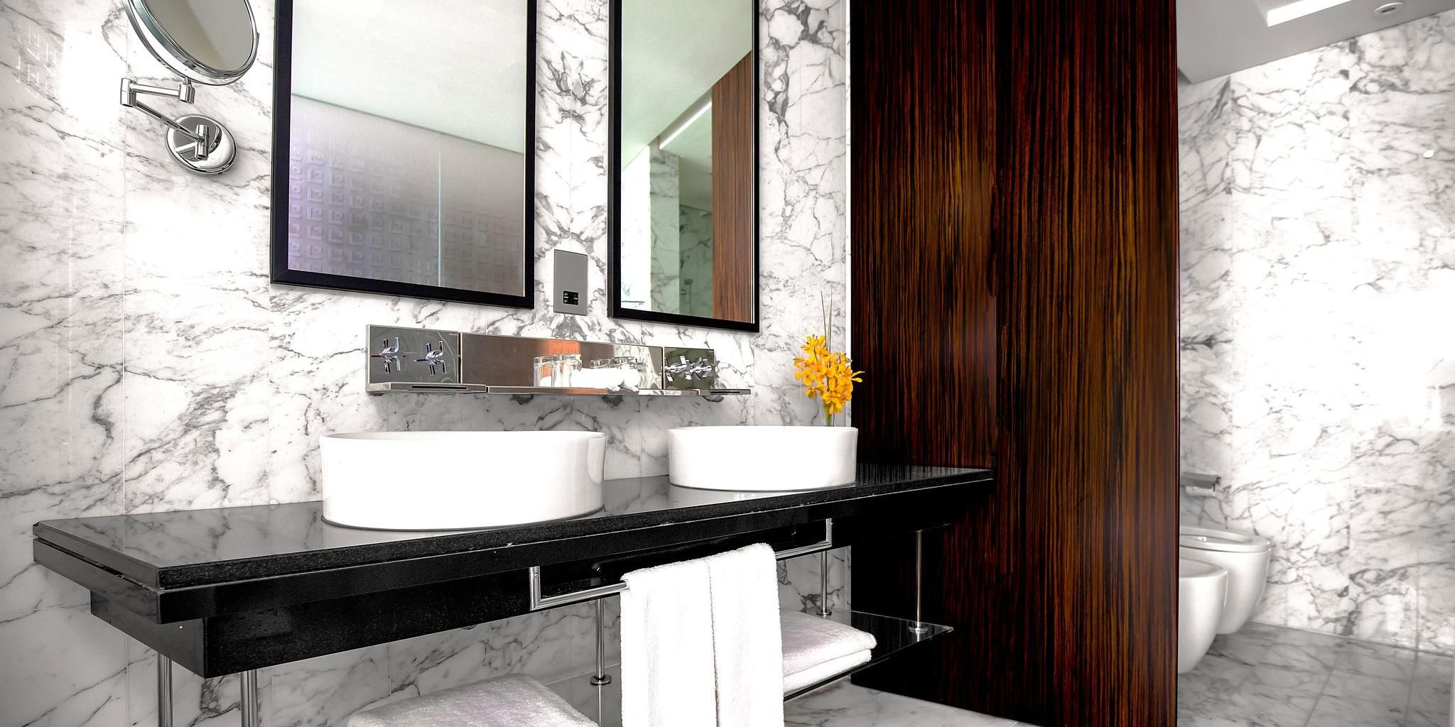 Double vanity sinks in our spacious bathroom of the Deluxe room