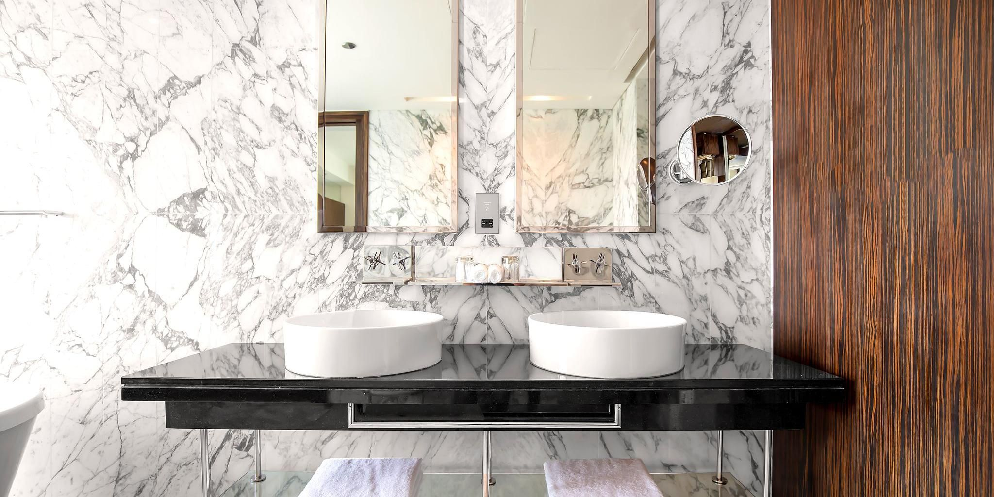 Double mirrors and sinks in Deluxe suite, perfect for families
