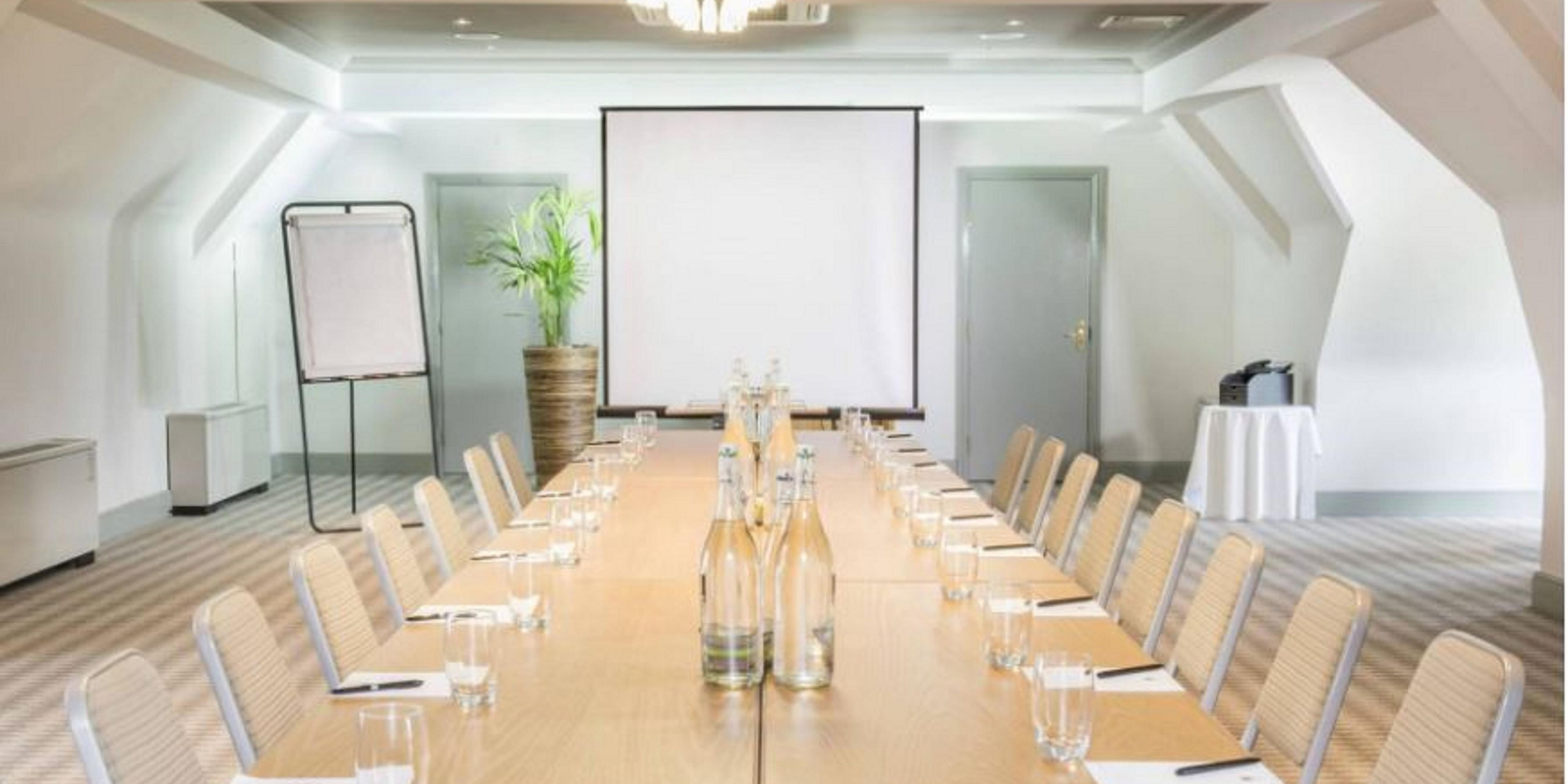 Kennington, lots of natural daylight & self-contained meeting room