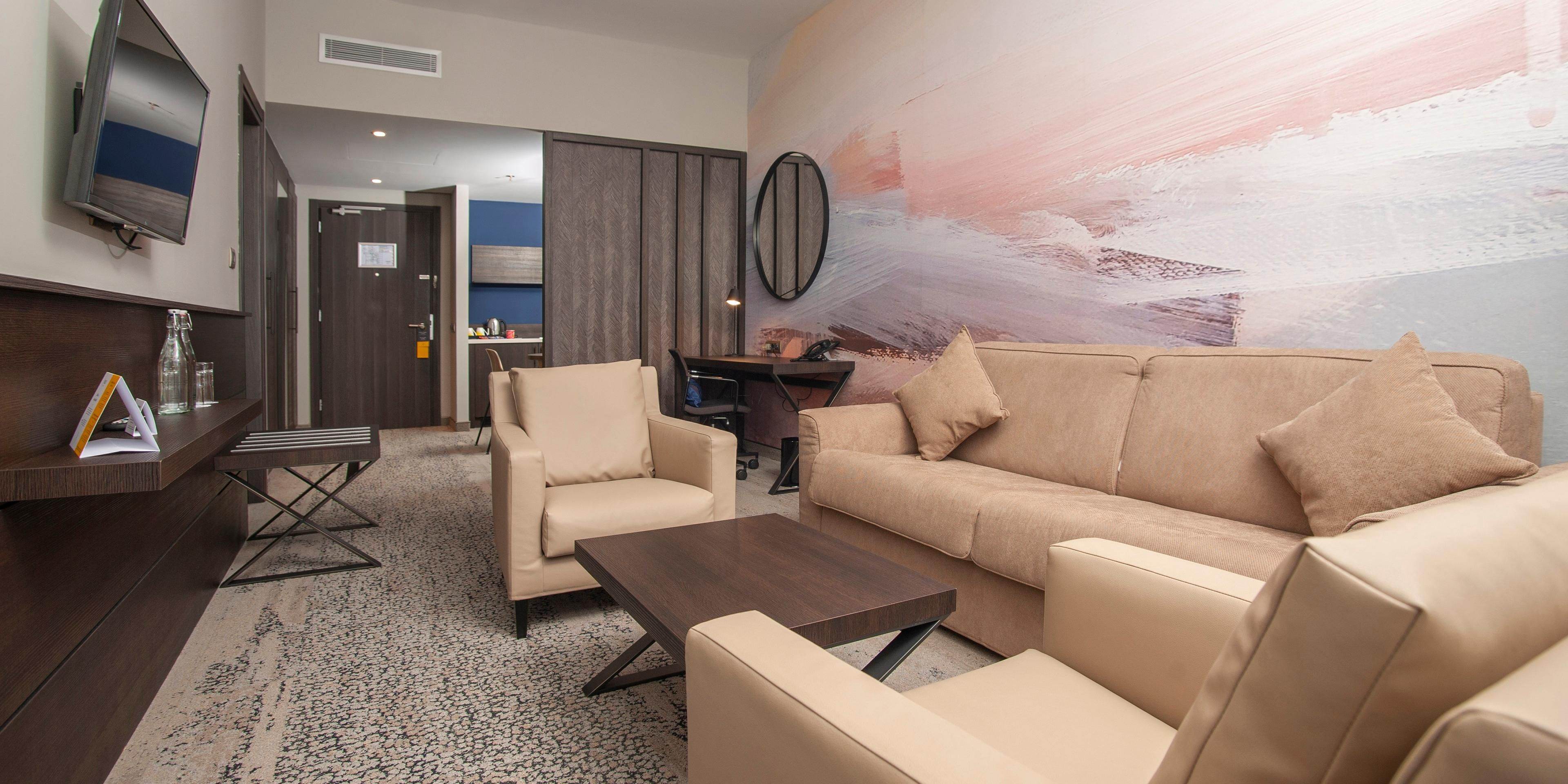 1 bdrm suite 1 ling with living room2