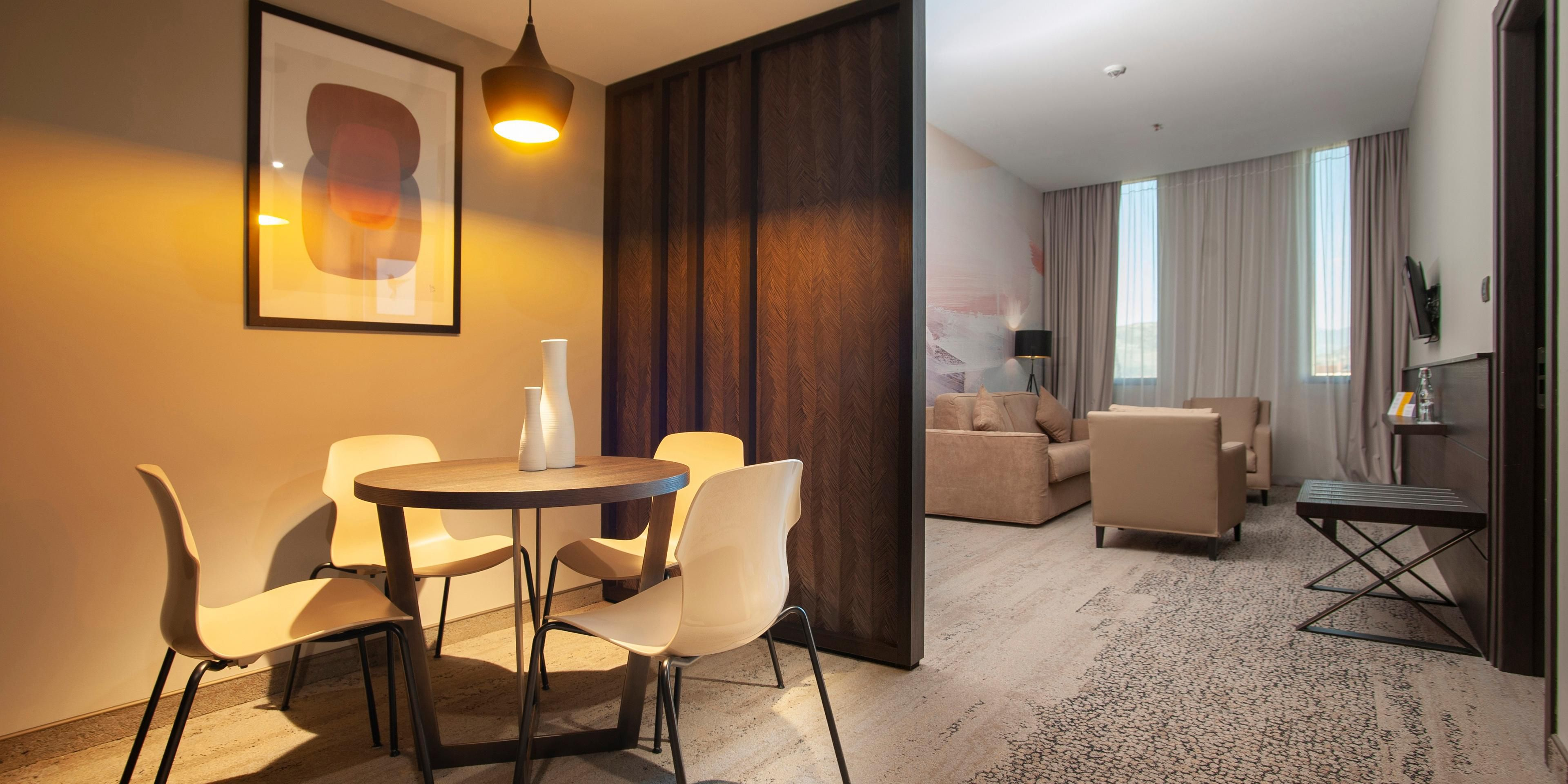 1 bdrm suite 1 ling with living room1