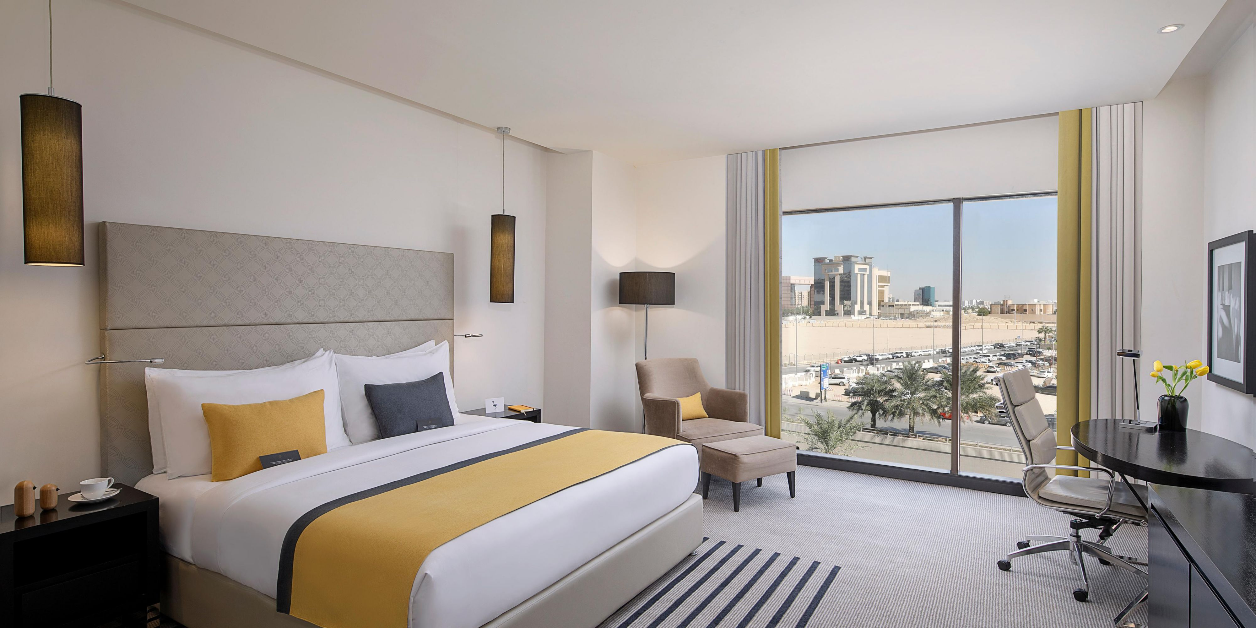 Cosy with panoramic city views and free executive lounge access