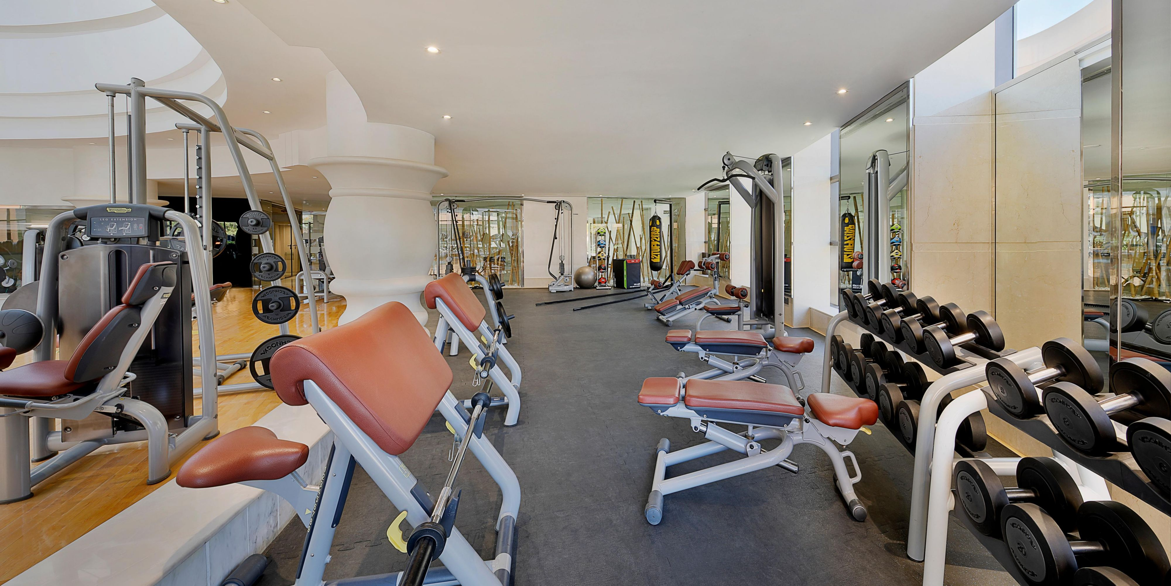 Rio Health Club Free weights to build muscles & healthy lifestyle