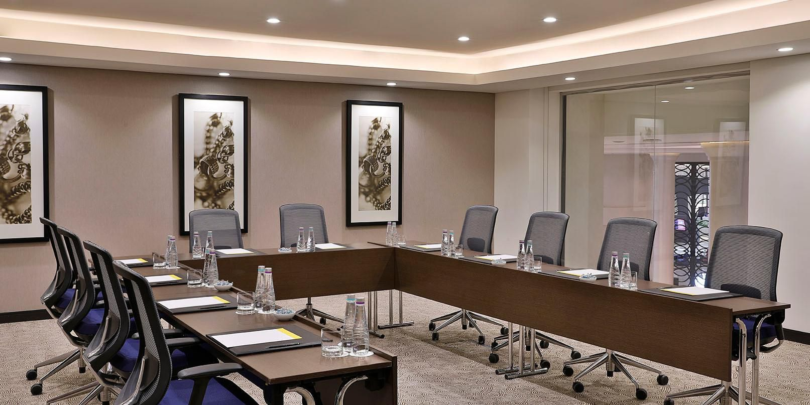 Meeting Room U shape with voco touches and extraordinary services
