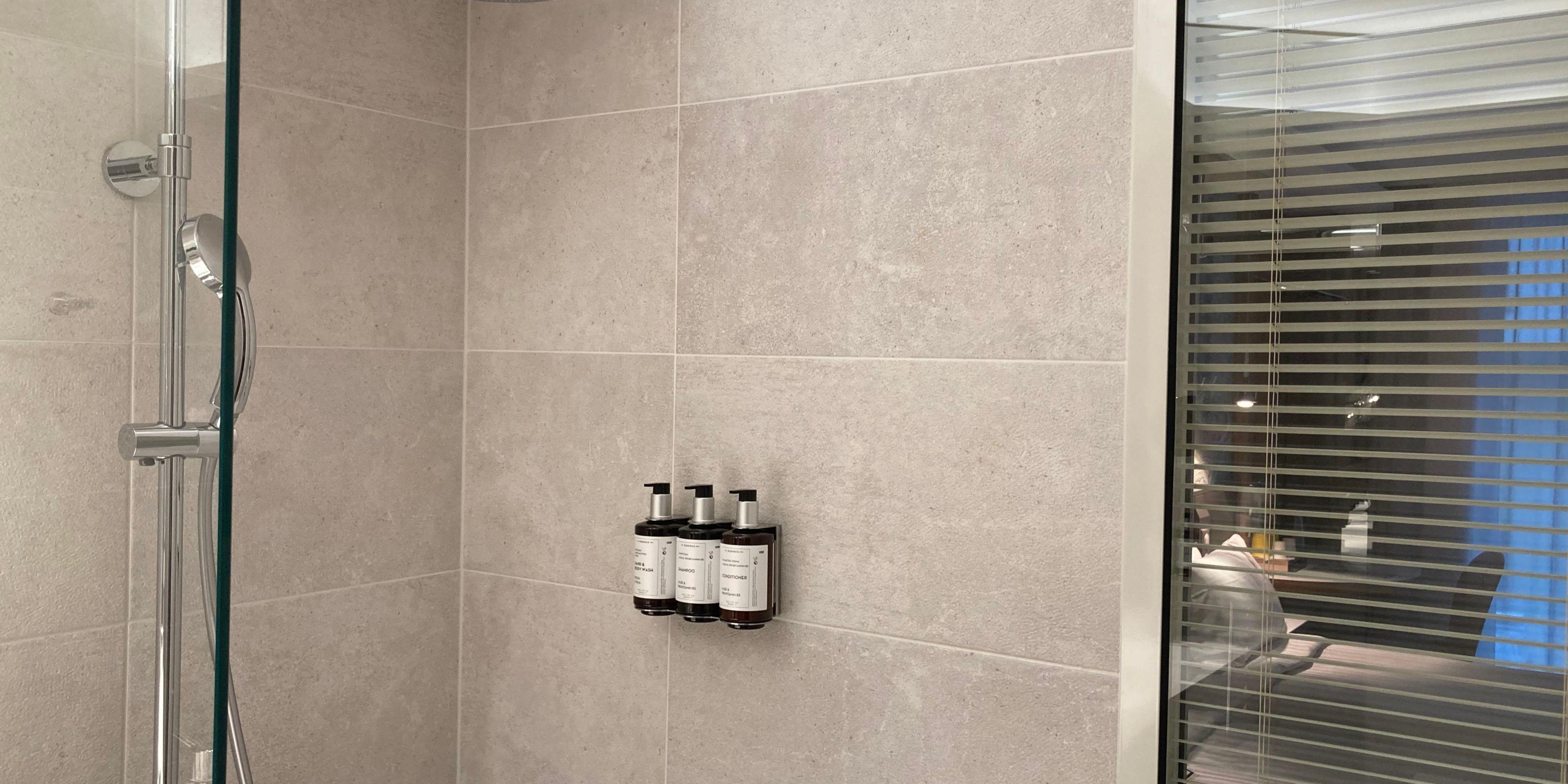 Queen bed Standard room - Bathroom Amenities